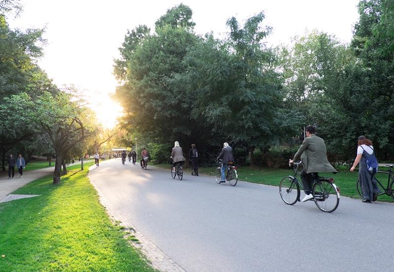Amsterdam Vondelpark - Stayokay Hostel Fahrradverleih - Reiseblog Bravebird