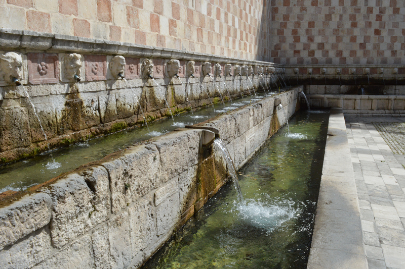 Fontana delle 99 cannelle Abruzzen- Reiseblog Bravebird
