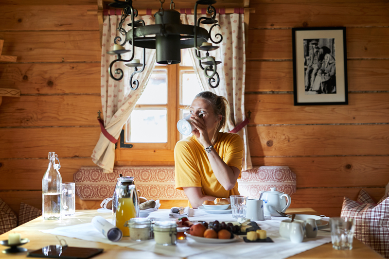 Urlaub in Kärnten - Almdorf Seinerzeit - Hütte Reiseblog Bravebird