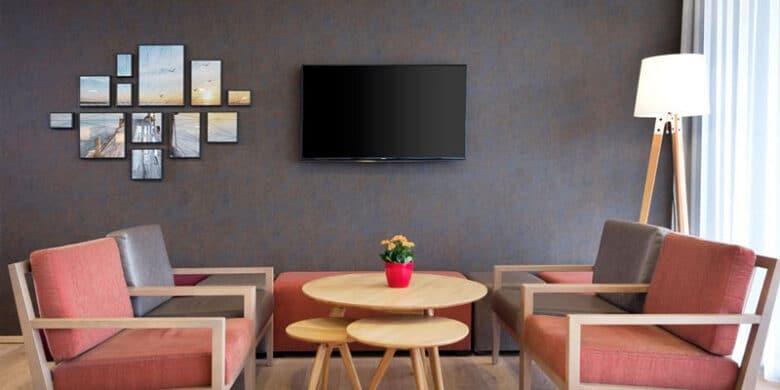 Holiday Inn Express Friedrichshafen - Lounge - Reiseblog Bravebird