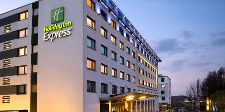 Holiday Inn Express Stuttgart Airport - Fassade - Reiseblog Bravebird