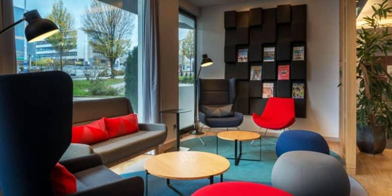 Holiday Inn Express Stuttgart Airport - Lounge - Reiseblog Bravebird