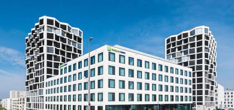 Holiday Inn Express München City West - Außenfassade - Reiseblog Bravebird