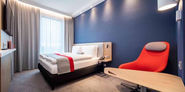Holiday Inn Express München City West - Schlafzimmer - Reiseblog Bravebird