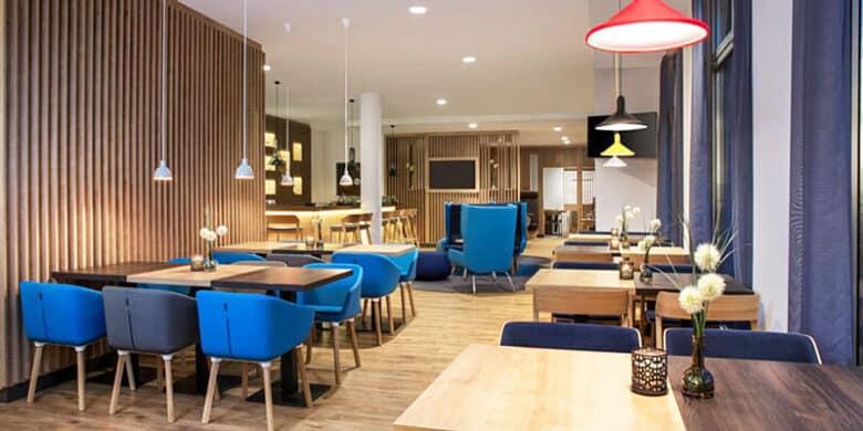 Hotel Holiday Inn Baden Baden Frühstücksraum - Reiseblog Bravebird