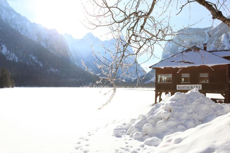 Südtirol Toblacher See im Winter bei Schnee - Reiseblog Bravebird
