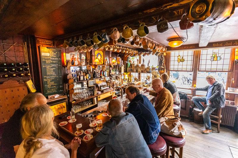 Bruin Cafe Amsterdam - Reiseblog Bravebird