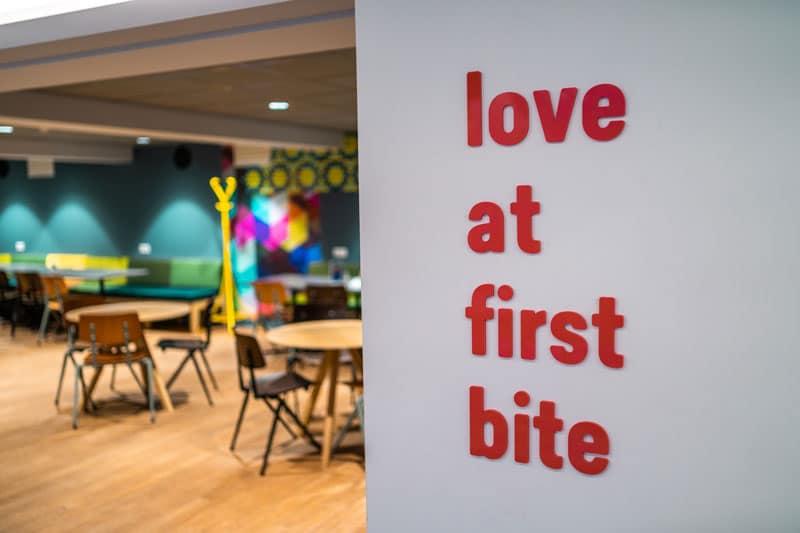 Stayokay Hostel Amsterdam Oost - Lobby - Reiseblog Bravebird