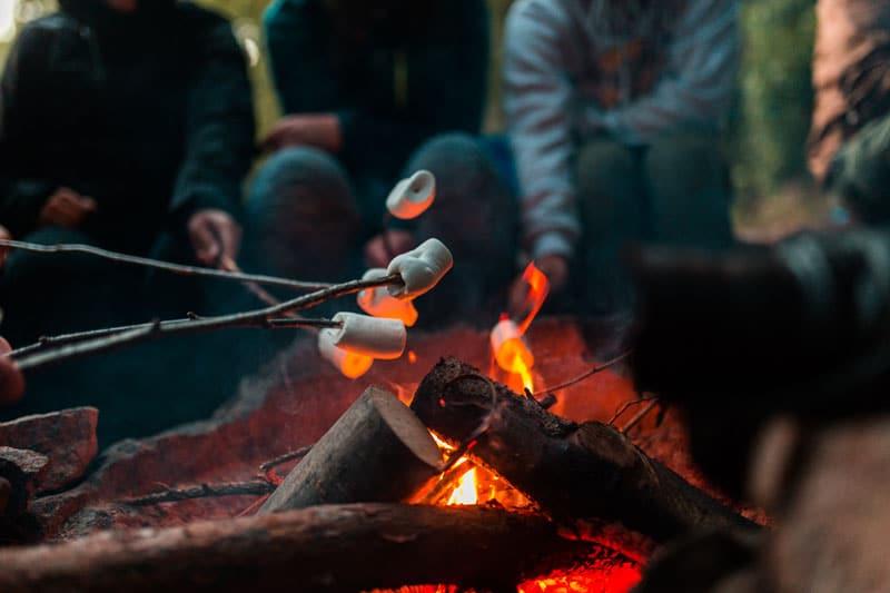 Lagerfeuer bei Kanutrip Schweden - Reiseblog Bravebird